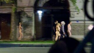 Kazał przejść prostytutkom nago przez miasto