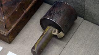 Przez 25 lat rozbijał orzechy moździerzem od przyjaciela. Nie wiedział, że to... granat