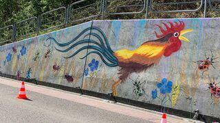 Dzieci namalowały mural z kogutem. Ksiądz uznał, że to symbol... zdrady i LGBT