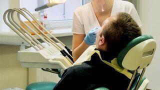 Dentystka wyrwała mu za karę wszystkie zęby!