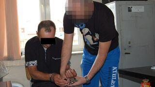 Chciał ukraść radiowóz... z policjantami w środku