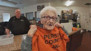 """""""Dopadli"""" staruszkę. Setne urodziny spędziła w areszcie"""