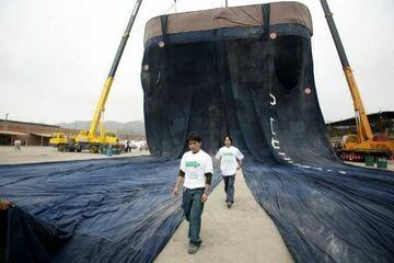 Niesamowite: Rekordowe dżinsy ważą 7,5 tony