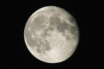 Kosmiczny dom pogrzebowy przyjmuje rezerwacje na Księżyc