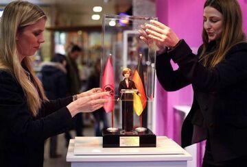 Lalka Merkel prezentem na 50. urodziny Barbie