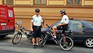 Policjanci dla oszczędności przesiądą się na rowery