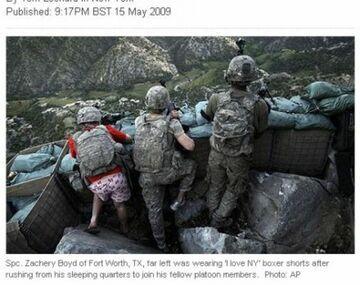Walczy z talibami w różowych bokserkach