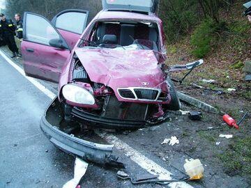 """W trakcie """"dziwnej gry erotycznej"""" uszkodzili 14 aut"""