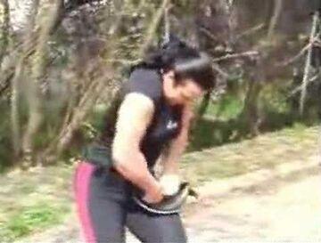 Silna kobieta potrafi zwinąć patelnię