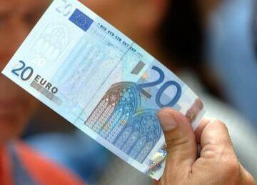 Dyrektorka banku: Przelewała pieniądze bogatych biednym