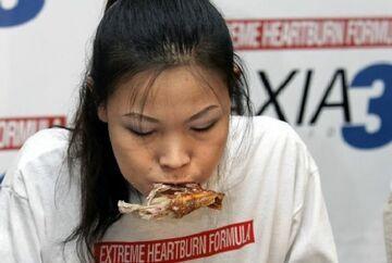 Zjadła 181 kurzych skrzydełek w 12 minut