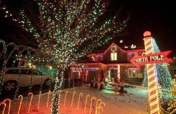 Zrobił świąteczną dekorację domu z 45 tysięcy lampek