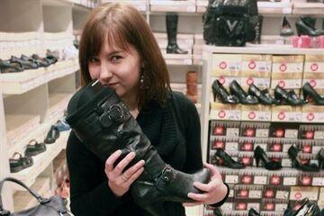 Naukowcy: Wąchaj buty zanim kupisz!