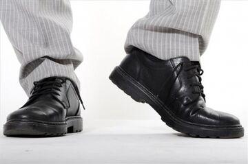 """Sprzedano mi """"trumniaki"""" jako buty do garnituru"""
