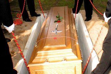 Przyszedł na... własny pogrzeb. Goście uciekli!