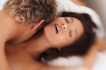 Sąsiadka krzyczy podczas orgazmu tak, że pękają uszy