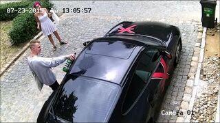 Porysował zaparkowane Porsche 911, żeby zaimponować dziewczynie?