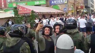 Policyjne selfie z kibicami