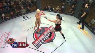 Kobiece MMA w bieliźnie