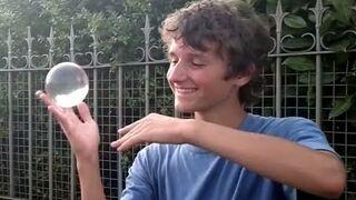 Żonglowanie bez odrywania kuli od dłoni?