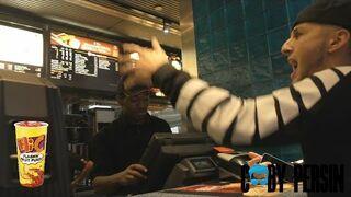 Raper zamawia jedzie w Mcdonald's