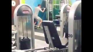 Dziwne ćwiczenie na siłowni...