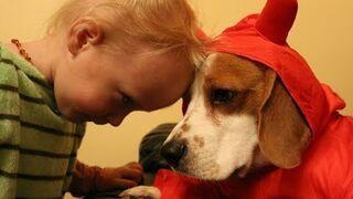 Dziecko z psem nigdy się nie nudzi