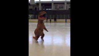 Dinozaur na łyżwach!
