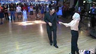 Ta 90-letnia babcia tańczy lepiej niż niejedna nastolatka!