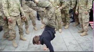 Polski nastolatek zawstydza amerykańskich żołnierzy