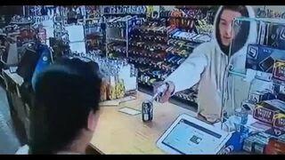 Nieudany napad na sklep. Ekspedientka dała mu popalić!