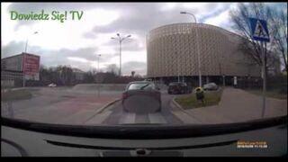 Policjant nagrał pirata drogowego na rondzie w Kielcach