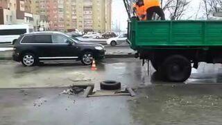 Jak Rosjanie naprawiają zalane drogi?