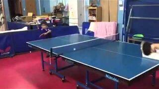 Mały mistrz ping ponga?