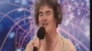 Brzydka kobieta zaśpiewała ładnie