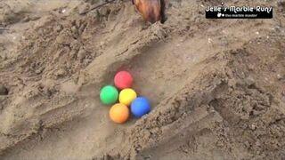 Wyścig kolorowych piłeczek na piasku