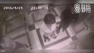 Nie zaczepiaj kobiety w windzie!