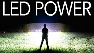 Ręcznie zrobiona latarka o jasności 100 000 lumenów