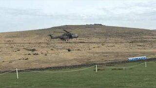 Helikopter demoluje toi-toie