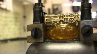 Produkcja przedwojennych cukierków przy pomocy wałków