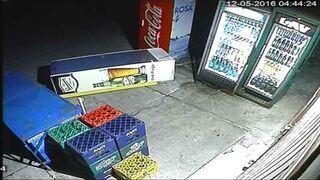 Dwóch pijanych napada na automaty z napojami