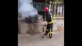 Gaszenie ognia Coca Colą