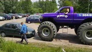 Przejechała mu po samochodzie monstertruckiem, bo nie chciał odjechać