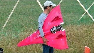 Ten dron lata z prędkością 744 km/h