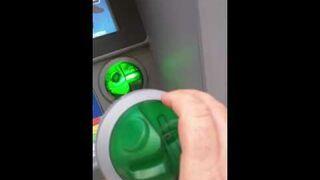 Szokujące odkrycie w bankomacie