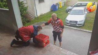 Chorwat pokazuje koledze sztuczkę, Box Jump