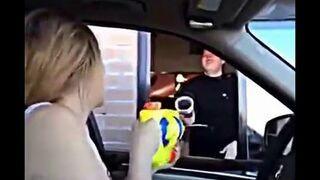 Kolejny nieudany żart z pistoletem na wodę w fast food