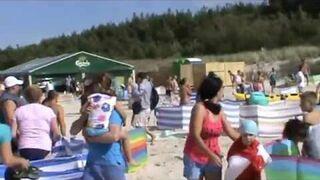 Dzik na plaży w Karwi zaatakował plażowiczów
