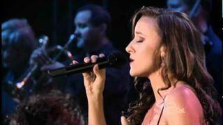 Lauren Jelencovich w piosence Nightingale