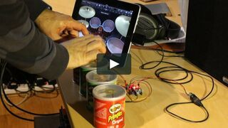 Perkusja z tabletu i opakowaniach pringles